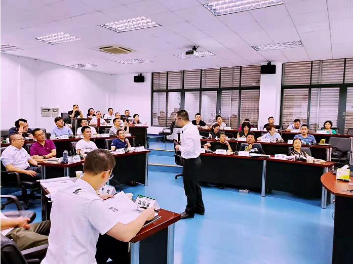 邓斌在中山大学管理学院为四川省福利彩票管理者讲授《华为管理之道》