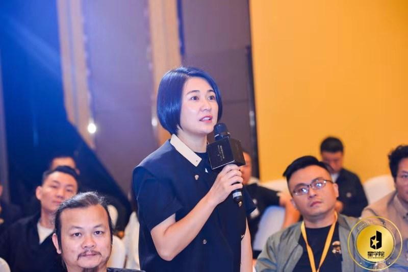 邓斌为中国设计星·星学院创业设计师讲授《华为管理之道》