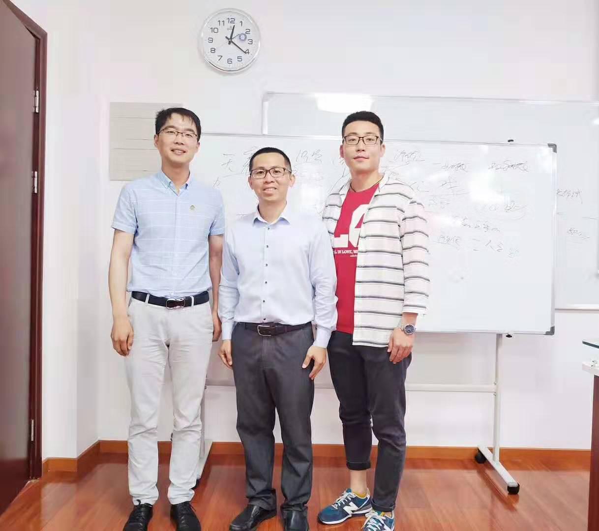 ▲邓斌为延长石油延安能源化工公司管理者讲授《华为管理之道》